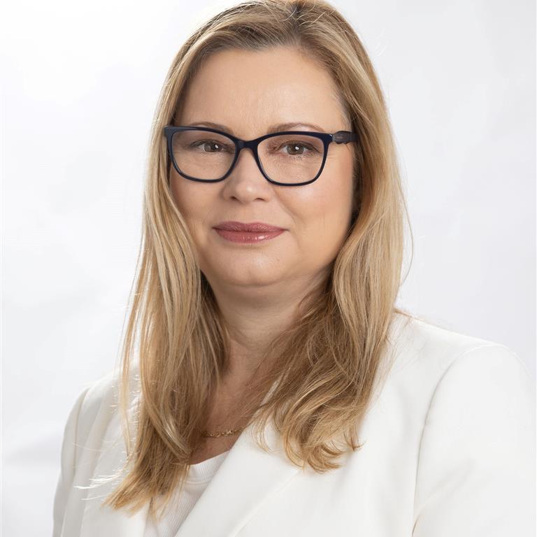 Dr Lesley-Anne Ey