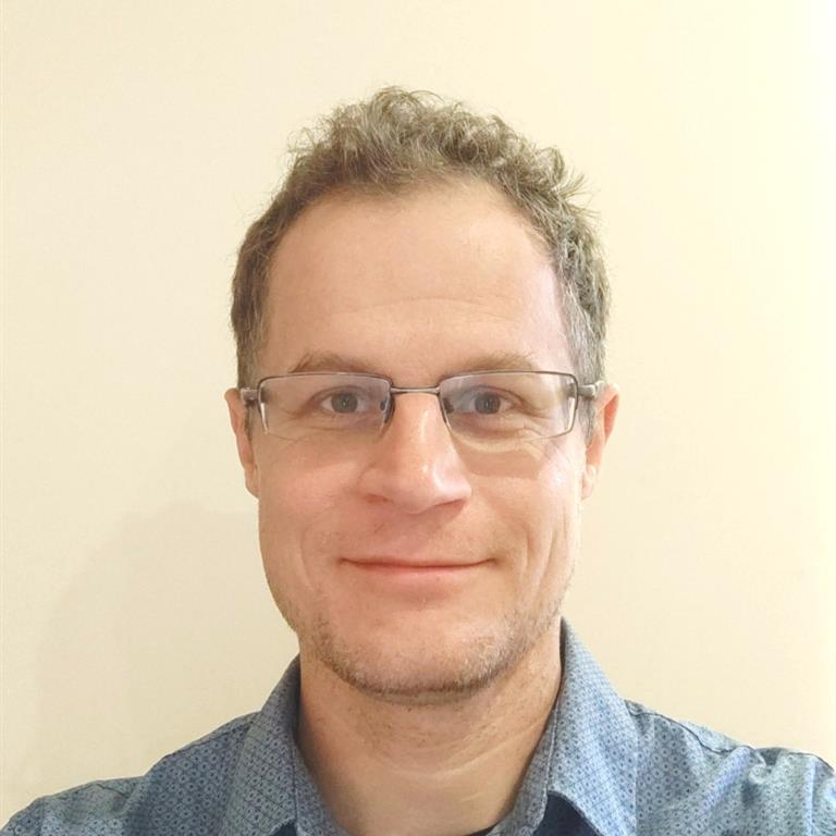 Dr Stefan Peters