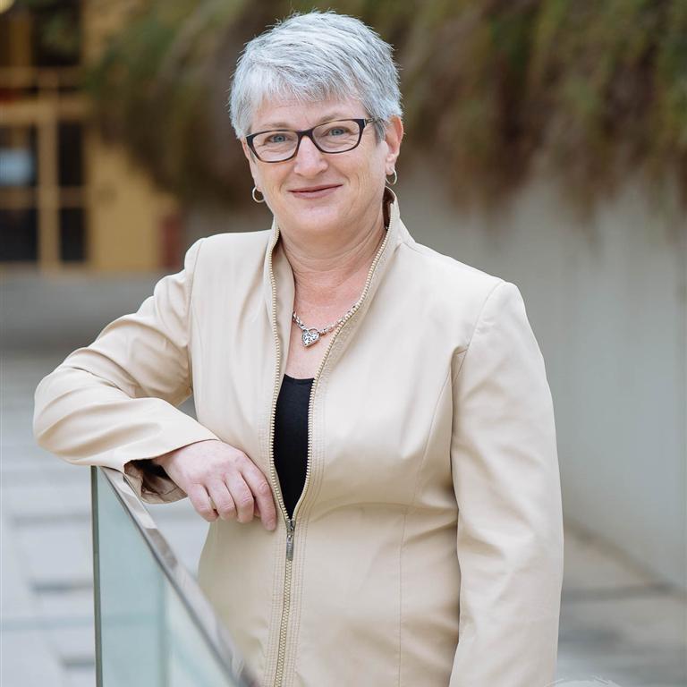 Portrait image for Dr Liz Hemphill